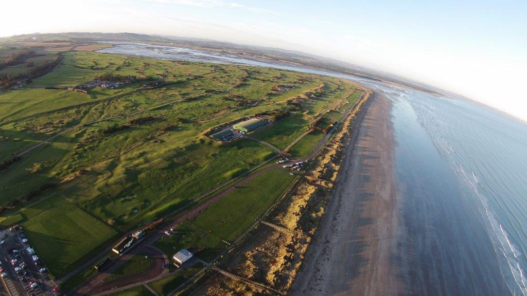Old Course Golfplatz mit Meeresblick aus der Luftansicht