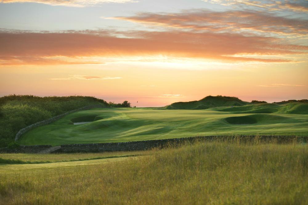 Fairways im Sonnenuntergang auf dem Torrance Golfplatz , Fairmont, in St.Andrews, Schottland