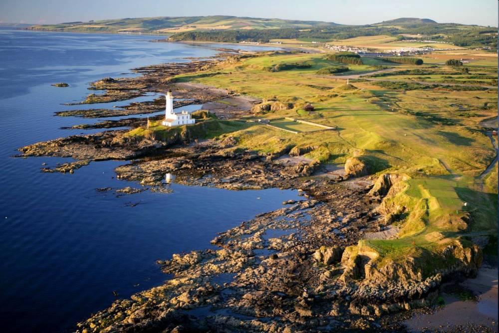 Golfkurs Turnberry Ailsa mit Strand und Leuchtturm im Südwestern Schottland