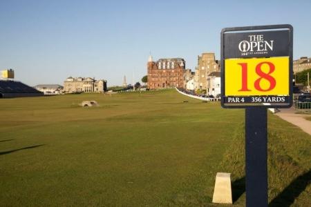 Das 18. Loch von den Open auf dem Old Course Golfplatz in St Andrews, Schottland,