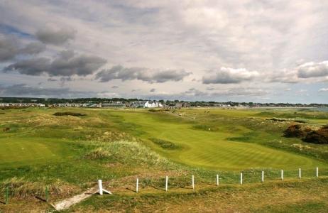 Fairway bewölkt auf dem Carnoustie Golfplatz in der Nähe von St Andrews, Schottland