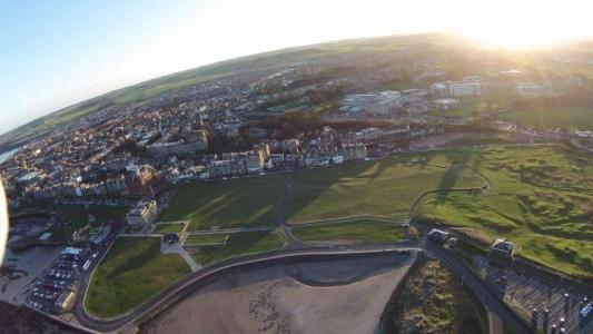 Old Course Golfplatz aus der Luftansicht mit Blick auf St Andrews