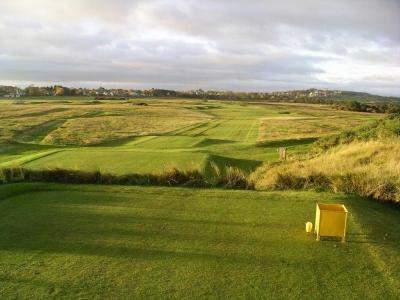 Fairway in der Sonne auf dem Muirfield Golfkurs in der Nähe von Edinburgh, Schottland