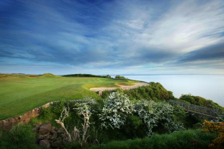 Fairway mit Meeresblick auf dem Kittocks Golfkurs, Fairmont in St.Andrews, Schottland