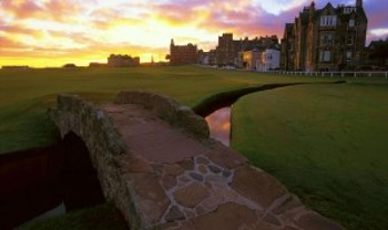Swilcan Bridge auf dem Old Course St Andrews